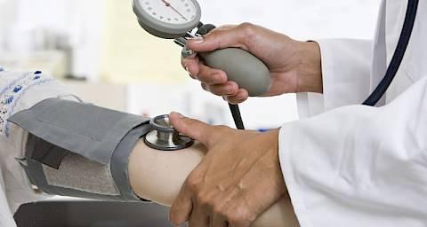 hipertenzija bolesti uha