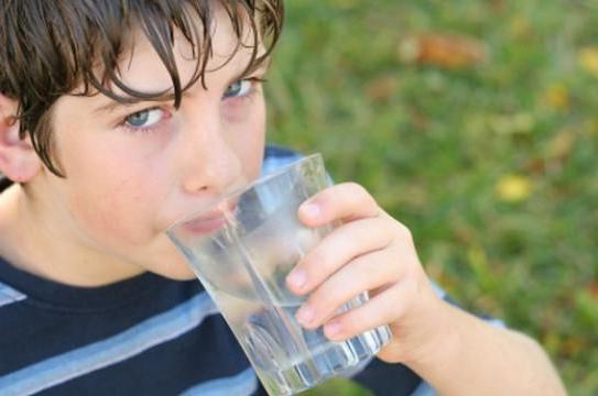 hipertenzija može piti vodu